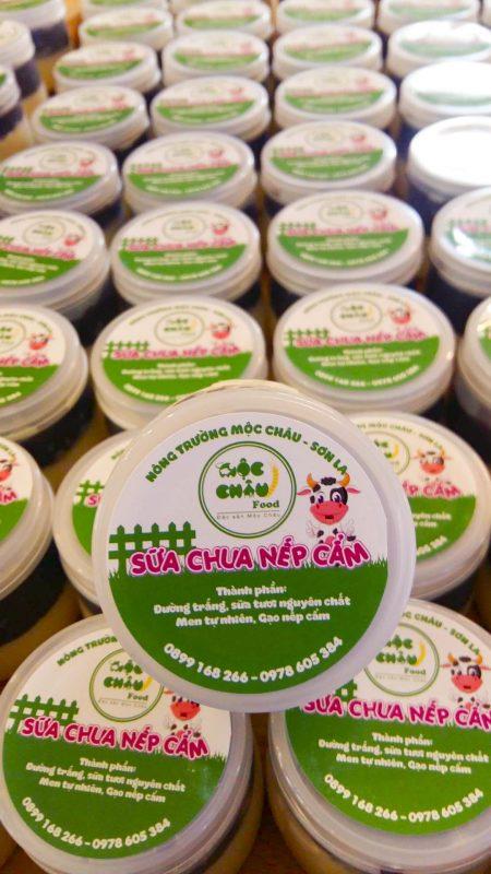Sữa chua nếp cẩm Mộc Châu Food có tem nhãn bắt mắt và hấp dẫn