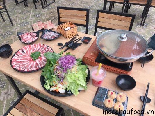 lẩu siêu ngon khổng lồ tại vườn dâu tây Chimi