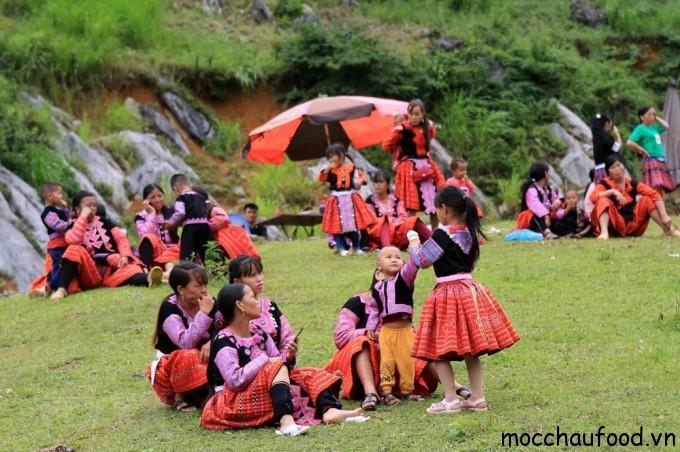Đồng bào dân tộc h'mong ở Mộc Châu